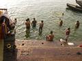 012 ablutions dans le Gange Inde 09 S